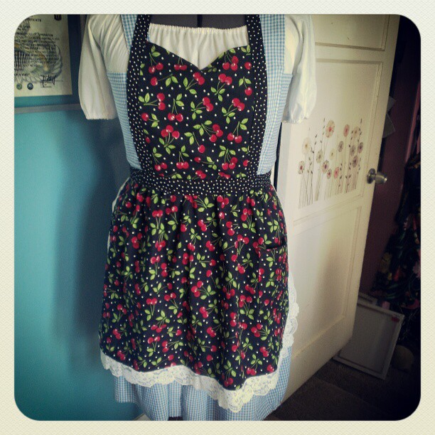 Black Cherry Full Apron